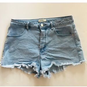 Forever 21 Distressed jean shorts     Sz 29